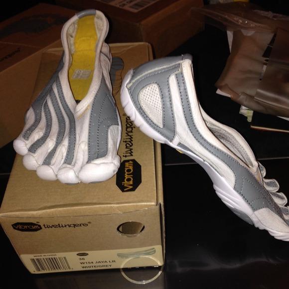 online store e76f5 e7a83 AUTHENTIC Vibram W154 Jaya LR white grey