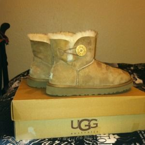 UGG Mini Bailey Boot W| Button