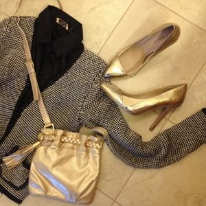 JustFab Shoes - NWOT JustFab golden metallic heels