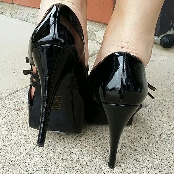 Get the best deals on black bakers ankle strap heels and save up to 70% off at Poshmark now! Whatever you're shopping for, we've got it.