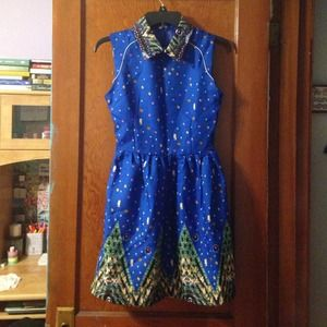 Sleeveless Collared blue patterned dress