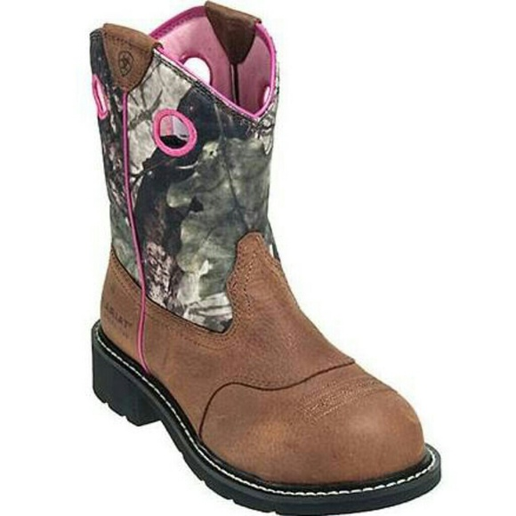 437912021d4  Pink camo Ariat fatbaby cowgirl boots.