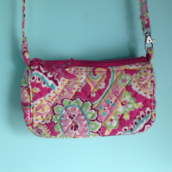 fca8ae297a Small pink paisley print Vera Bradley purse. M 5497089cc8ce851a4a135d2f.  Other Bags ...