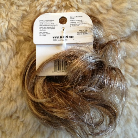 20% off scunci Accessories - Faux hair curly twister from
