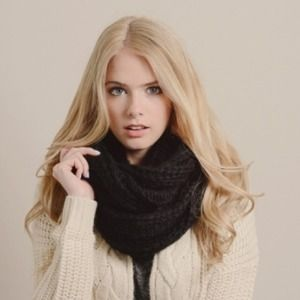 NIP Chunky Black Cable Knit Infinity Scarf