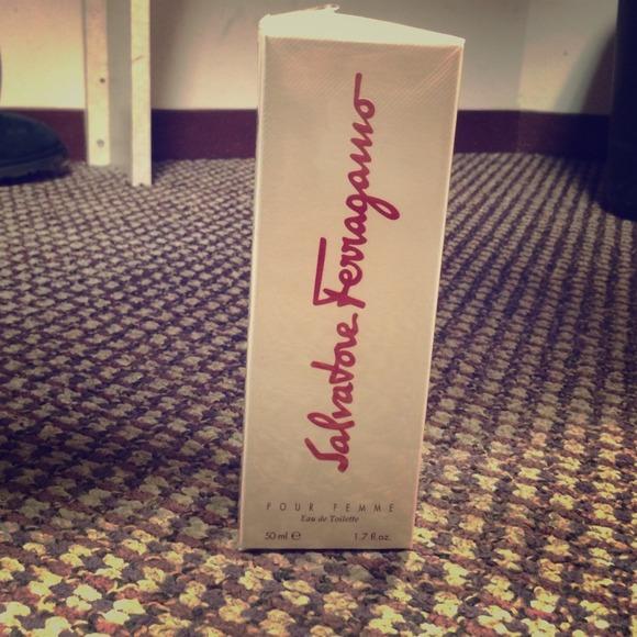 Salvatore Ferragamo - AUTHENTIC Salvatore Ferragamo Pour Femme Perfume ...