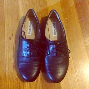 Steve Madden- Black Leather Oxfords