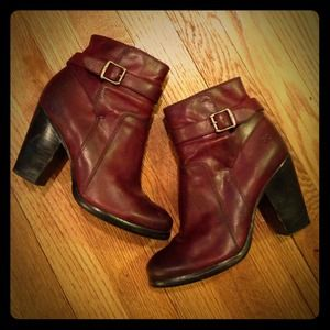 Size 6 frye boots!!