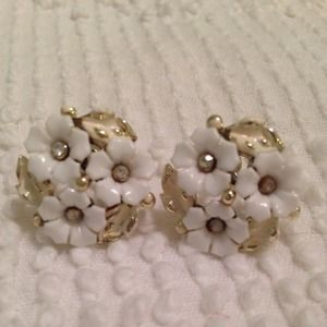 Jewelry - Vintage white & silver earrings