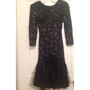 Dresses & Skirts - Little black sequined dress