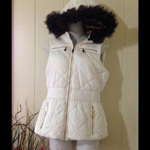 2B Bebe Faux Fur Trimmed Hood Puffer Vest ❄️⛄️⚡️