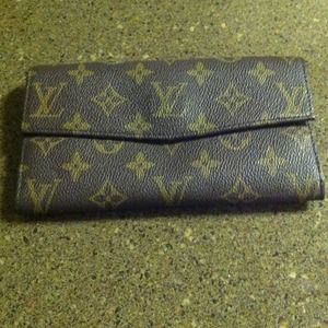 AUTHENTIC. !!!VINTAGE  LOUIS VUITTON WALLET!!