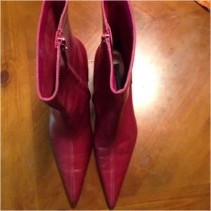 Steve Madden Leather Pointy Bootie Berry Color 7.5