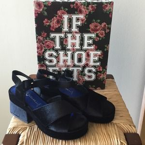 Jeffrey Campbell Shoes - NWT Jeffery Campbell velvet sandals