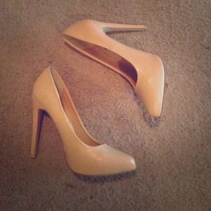 Pointy Nude Pumps