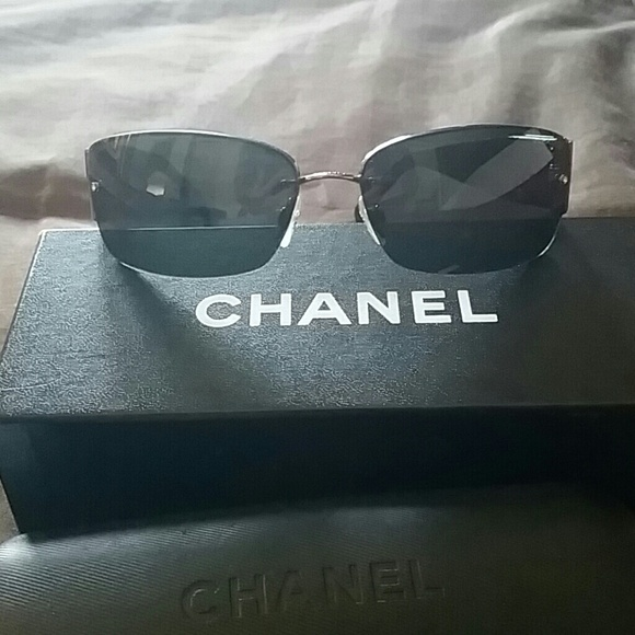 35% off CHANEL Accessories