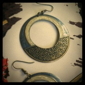 Jewelry - Beautiful design on rounded earrings.