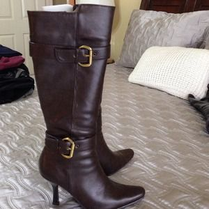 NWOT CL by Laundry brown boots