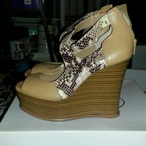 Jessica Simpson Shoes - Jessica Simpson snake print wedge