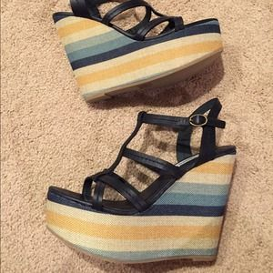 Brand new Steve Madden James wedges in a size 8