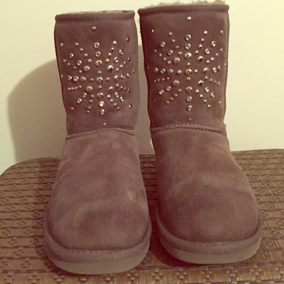 M 549fb57a94d5680ca1182aeb. Other Shoes you may like. Ugg Booties. Ugg  Booties.  40  0. Ugg Black Bailey Bow Boots 58bf21497