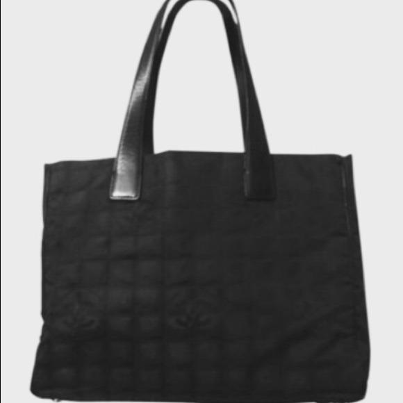 044486aaa5ec CHANEL Handbags - Authentic vintage Chanel hobo 😍