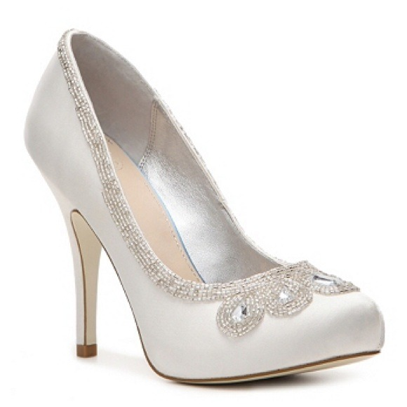1135a6011dbe dsw Shoes - DSW Cinderella Pump - great fairytale bridal shoes