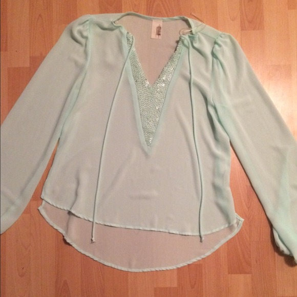 Tops - Sheer short tunic size medium. Mint color