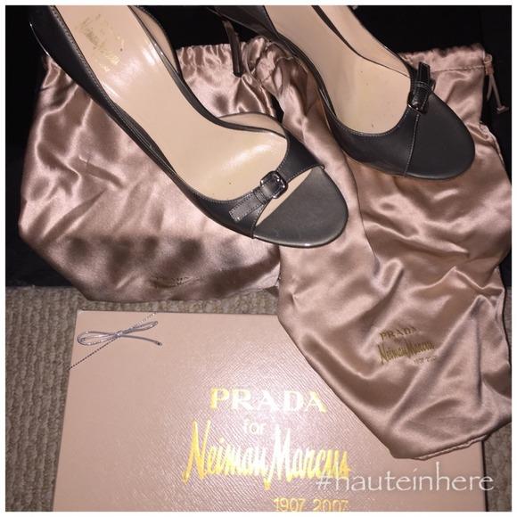 16b57fdc1c0 Limited Edition PRADA NeimanMarcus signature pumps