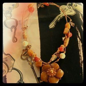Jewelry - Beautiful flowers beaded necklace