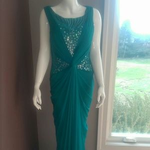 Adrianna Papell full length evening gown
