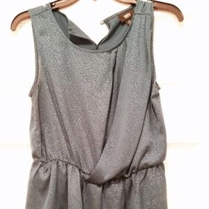 Tops - Sleeveless blouse