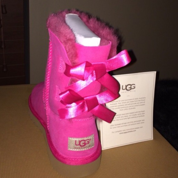 Bailey Bow UGG boots. Cerise(pink) size 3Y