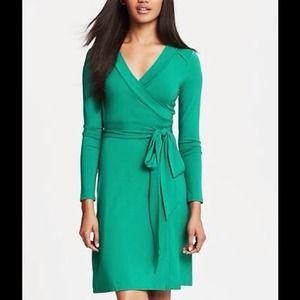Banana Republic Dresses - Banana Republic Gemma wrap dress in green 👗