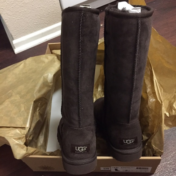 ugg style boots worn by jennifer aniston