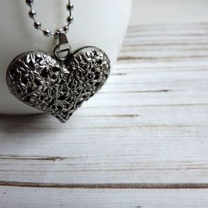 NWT Filligree Heart Pendant Necklace