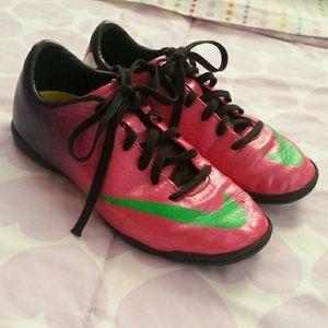 nike soccer shoes for girls