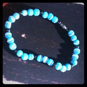 Jewelry - Blue glass beaded bracelet