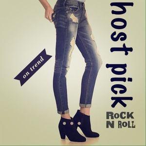 ⭐️HP ⭐️ Destroyed Boyfriend Jeans