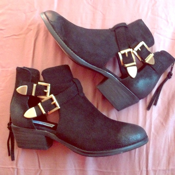 064ad7be2ff Cinch Steve Madden Booties NWT