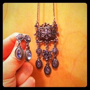 Vintage inspired necklace and earring set!