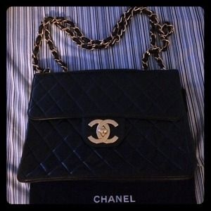 Authentic Chanel lambskin jumbo flap -- black