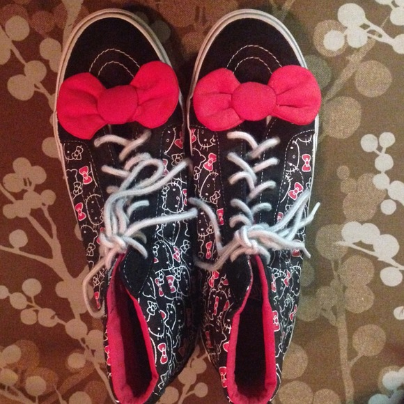 349a59273 Hello Kitty Shoes - Womens Vans Shoes-Size 11-High Top Hello Kitty