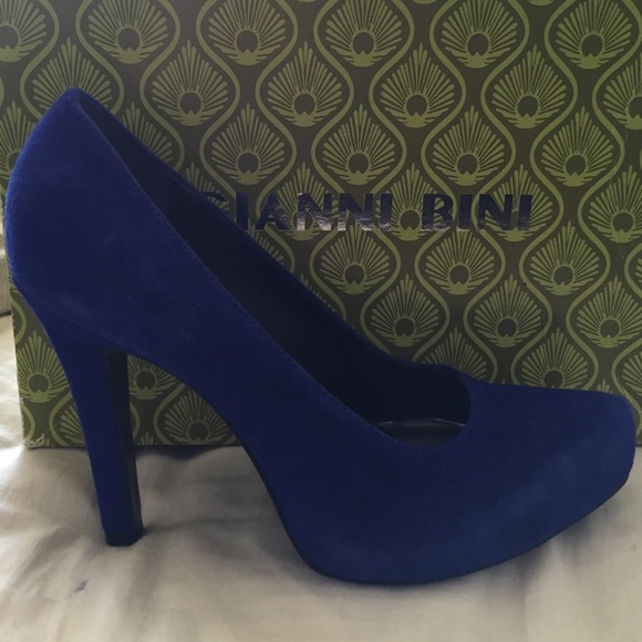 c8023b6b809c Gianni Bini blue suede pointed toe heels