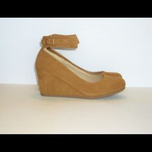 Shoes - Ankle strapped wedge