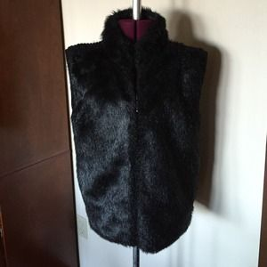 Kikit Black Fur and Knit Vest L