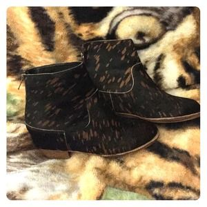 80%20 Fur, printed casual booties.