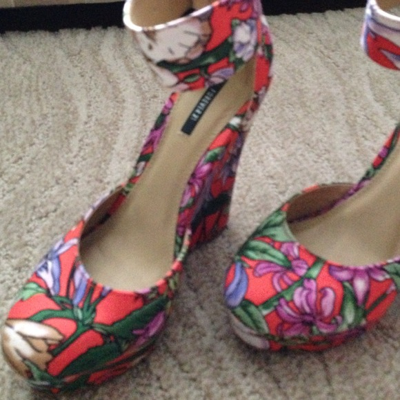 Forever 21 Shoes - Forever 21 floral wedges