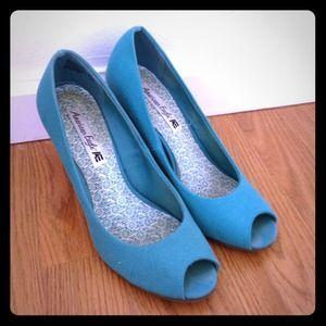 american eagle turquoise heels