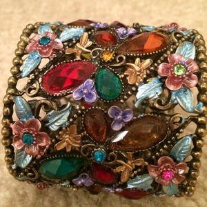 Accessories - **sold** A super cute bracelet !! 💝